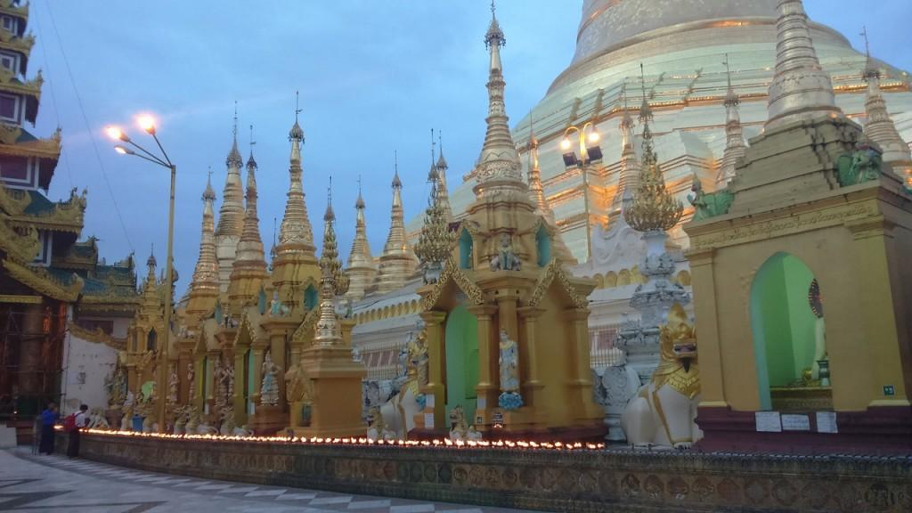 シュエダゴン・パゴダ ヤンゴン ミャンマー
