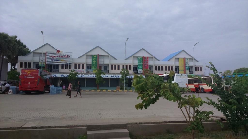 バガン 新バスステーション 写真