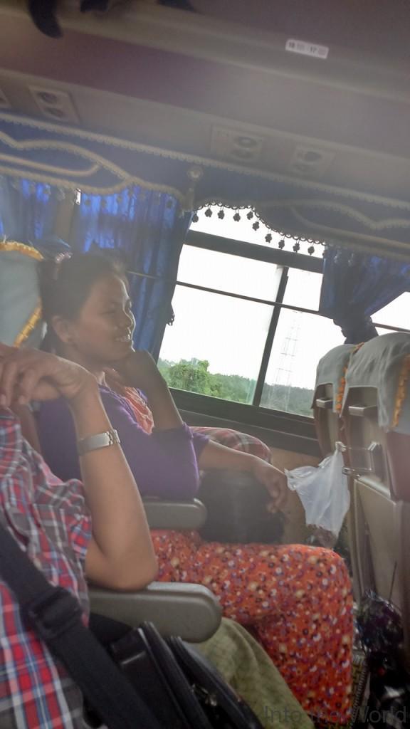 ヤンゴン バガン バス 写真