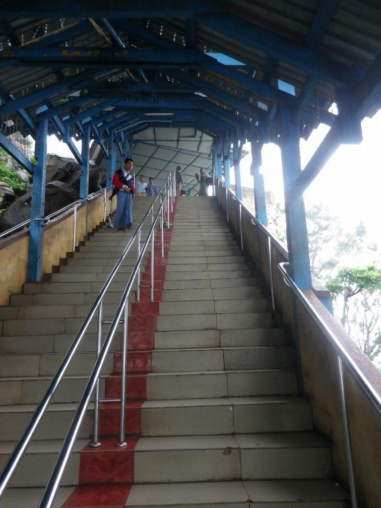 ポッパ山 タウン・カラッ(Taung Kalat) 写真