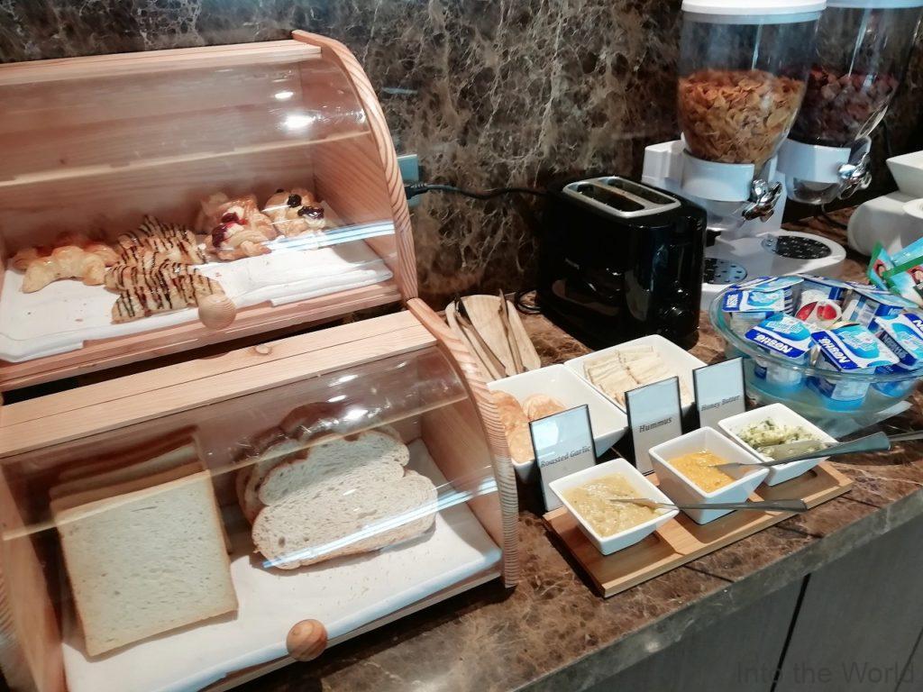 マニラ空港 ターミナル3 パシフィッククラブラウンジ Pacific Club Lounge 食事