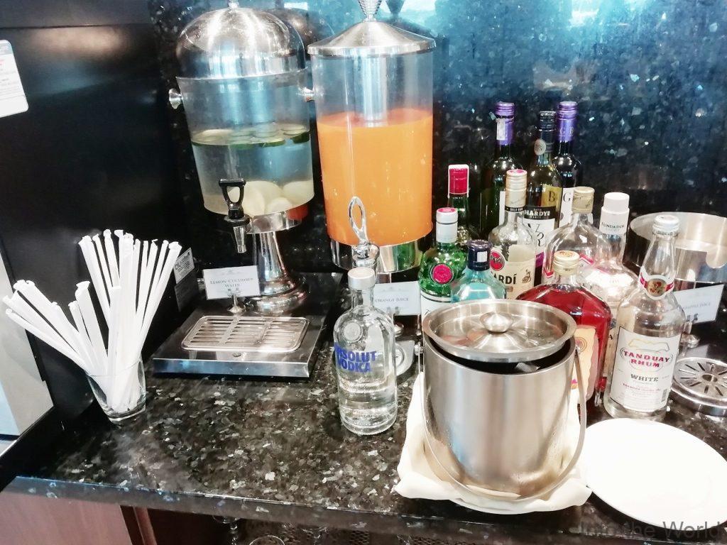 マニラ空港 ターミナル3 PAGSSプレミアムラウンジ PAGSS Premium Lounge 食事