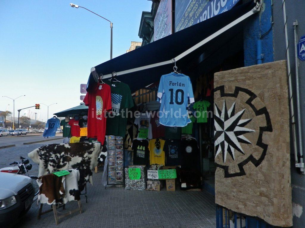 モンテビデオのフェリー乗り場近くの市場(Mercado del Puerto)のお土産屋